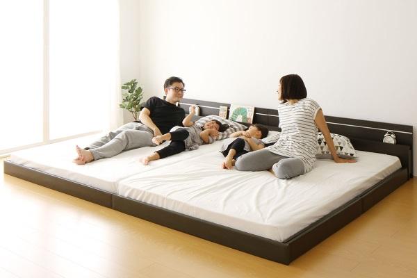 家族におすすめのベッドといえば、連結ベッドです。ベッド通販店「みんなのベッド」では、4人家族におすすめの連結ベッドや3人家族におすすめのベッドを取り扱っています。家族みんなで寝れるベッドは幸せ満点です。
