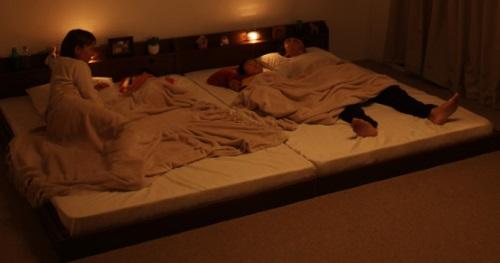 みんな夜は、まとめて家族ベッドで寝る